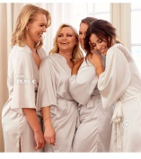 Nicole Falciani Bridal och bridesmaid robes
