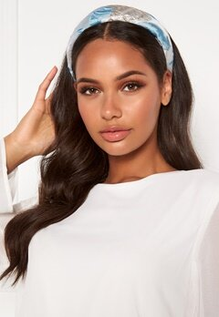 Becksöndergaard Apalis Hairbrace 547 Light Blue Bubbleroom.fi