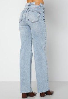 BUBBLEROOM June raw edge jeans Light denim bubbleroom.fi