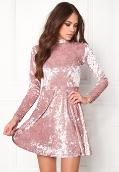 BUBBLEROOM Kenzie Velvet Dress Dusty pink Bubbleroom.fi