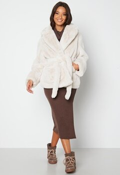 BUBBLEROOM Vadah Faux Fur Jacket Light beige bubbleroom.fi