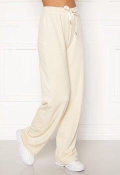 BUBBLEROOM Milia super soft velvet trousers Cream Bubbleroom.fi