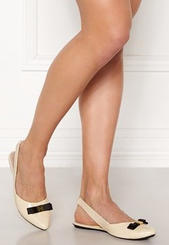 Butterfly Twists Maren Shoes Cream/Black Patent Bubbleroom.fi