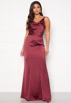Chi Chi London Alexandria Satin Dress Burgundy Bubbleroom.fi