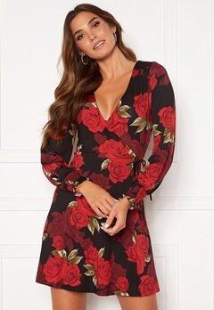 Chiara Forthi Aylinne puff sleeve wrap dress Black / Red / Floral Bubbleroom.fi