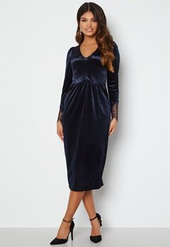 Happy Holly Leonora Velvet Midi Dress Dark blue bubbleroom.fi