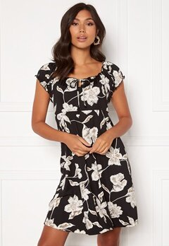 Happy Holly Tessan dress Floral Bubbleroom.fi