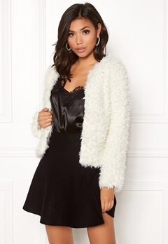 Jacqueline de Yong Elsa Fluffy Short Jacket Cloud Dancer Bubbleroom.fi