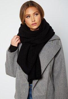 Lojsan Wallin x BUBBLEROOM Chunky knitted scarf Black bubbleroom.fi