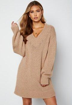 Lojsan Wallin x BUBBLEROOM Chunky knitted sweater dress Light beige bubbleroom.fi