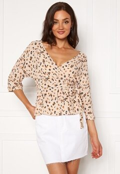 OBJECT Nelle 3/4 Wrap Top Sandshell AOP Bubbleroom.fi