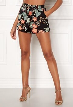 ONLY Nova Lux Shorts Black/Tropical Bubbleroom.fi