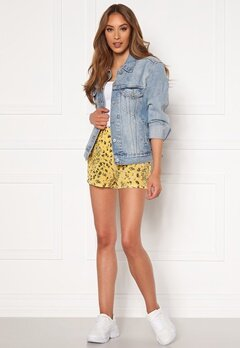 ONLY Nova Lux Shorts Misted Yellow AOP Bubbleroom.fi