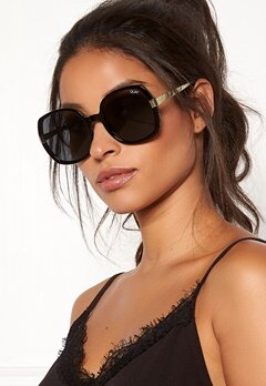 Quay Australia Gold Dust Sunglasses Black/Smoke Bubbleroom.fi