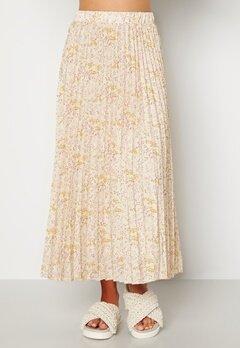 Sisters Point Nitro Skirt 116 Cream/Flower bubbleroom.fi