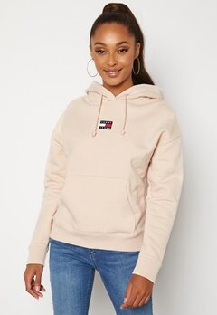 TOMMY JEANS Center Badge Hoodie ABI Smooth Stone bubbleroom.fi