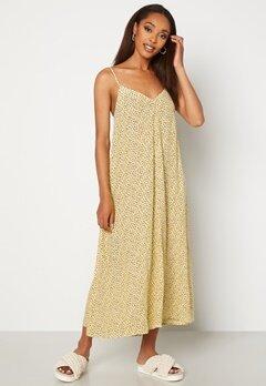VERO MODA Nora New Singlet Calf Dress French Vanilla AOP N Bubbleroom.fi