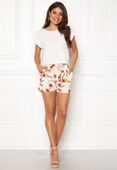 VERO MODA Saga Shorts Snow White Bubbleroom.fi